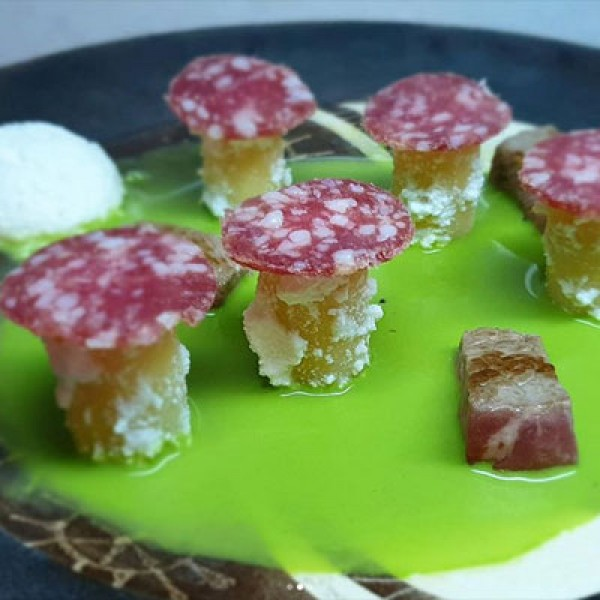 Pasta alla ricotta salata, Salame Cacciatore DOP ed estratto di basilico, shiso e piselli